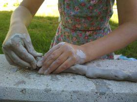 Ruce v hlíně - prožitková keramika pro děti - 1