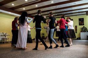 Kruhové tance s živou hudbou